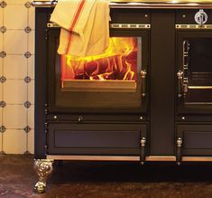 Corradi designs and produces Wood-burning and Pellet-burning Cookers. Ideal to Cook but also to Heat. House Beautiful, Beautiful Homes, Range Cooker, Cookers, Stoves, Wood Burning, Home Appliances, Kitchens, House Of Beauty