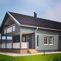 Keskiviikkona 23.3. On mahdollisuus nähdä tämä Älvsbytalo paikanpäällä Porissa. Mitäs tykkäät tästä talosta? #älvsbytalo #älvsbyhus #suometar #muuttovalmis #talopaketti #pori #tervetuloa #taloesittely
