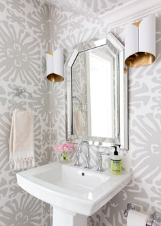 Quadrille China Seas Sigourney Large Scale Gray on White Wallpaper (Jennifer Barron Interiors) Powder Room Storage, Powder Room Paint, Tiny Powder Rooms, Powder Room Wallpaper, Modern Powder Rooms, Powder Room Decor, Powder Room Design, Bathroom Wallpaper Modern, Home Design