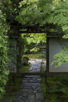 "iesuuyr: "" Konpuku-ji in Early Summer 早夏の金福寺 by Photography "" Unique Gardens, Beautiful Gardens, Zen Garden Design, Pergola, Japanese Architecture, Landscape Architecture, Japanese House, Japanese Gardens, Garden Gates"