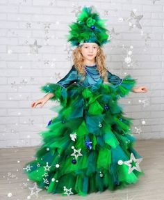 People dressing up as Christmas Trees Whoville Costumes, Holiday Costumes, Fancy Costumes, Carnival Costumes, Holiday Outfits, Christmas Tree Costume, Christmas Dress Up, Ugly Christmas Sweater, Christmas Trees