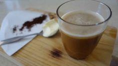 ⁕Bulletproof Coffee⁕ zum Frühstück? Mit ✓Kokosöl, ✓Ghee und ein wenig ✓Zimt. Das macht satt, hilft beim Abnehmen und gibt Energie für den Tag.