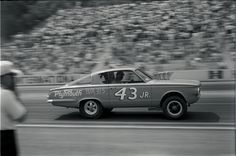 We take a look at the short-lived drag racing career of Richard Petty, who skipped racing in the 1965 NASCAR season and built a 426 Hemi-powered Barracuda. Funny Car Drag Racing, Nhra Drag Racing, Funny Cars, Auto Racing, Nascar Racing, Funny Jokes, Nascar Season, Richard Petty, King Richard
