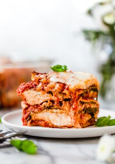 I combined two of my favorite foods – Skinnytaste Chicken Parmesan and Lasagna to make this delicious Chicken Parmesan Lasagna, the perfect family-friendly dish to feed a large crowd! Ww Recipes, Skinny Recipes, Cooking Recipes, Healthy Recipes, Skinnytaste Recipes, Dinner Recipes, Casseroles Healthy, Healthy Food, Skinny Meals