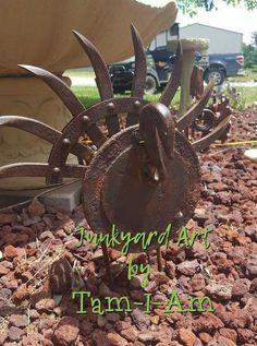 Scrap metal yard art – turkey made from rotary hoe disk and other pieces of scrap metal - Alles über den Garten Metal Yard Art, Metal Tree Wall Art, Scrap Metal Art, Metal Artwork, Recycled Metal Art, Metal Art Sculpture, Art Sculptures, Tree Sculpture, Sculpture Ideas
