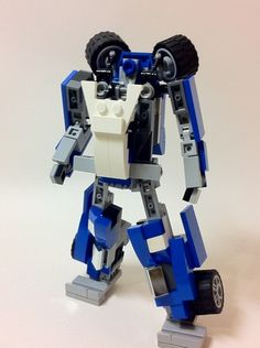 This is a Lego Generation 1 Transformer Mirage - a race car with mini figure scale and it is fully transformable into robot type. Lego Transformers, Alex Wong, Lego Mechs, Cool Lego Creations, Lego Models, Lego Projects, Legos, Scale, Awesome Lego