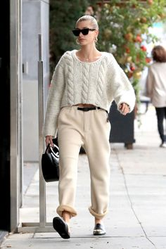 Hailey Bieber flaunts her chic style for a pampering session in LA - Self-care Sunday! Hailey Bieber was seen enjoying a pampering session on Sunday in Beverly… - Estilo Hailey Baldwin, Hailey Baldwin Style, Beverly Hills, Look Street Style, Paris Mode, Lookbook, Looks Cool, Mode Style, Who What Wear