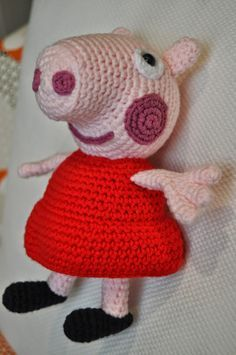 The vaquita of lanita: Peppa Pig Patron Crochet, Crochet Pig, Crochet Gifts, Crochet Toys, Loom Knitting Patterns, Crochet Patterns, Peppa Pig Amigurumi, Pippa Pig, Knitted Dolls