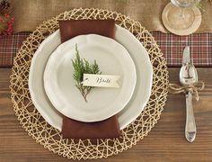 Saveti i ideje za svečanu dekoraciju stola Hosting Thanksgiving, Thanksgiving Table Settings, Thanksgiving Centerpieces, Thanksgiving Feast, Hygge, Basting A Turkey, Wood Box Centerpiece, Table Setting Inspiration, Beautiful Table Settings
