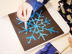 Salzmalerei - bunte Eiskristalle aus Salz - Montessori Blog - MontiMinis Montessori Trays, Diy And Crafts, Crafts For Kids, Salt Painting, Diy Y Manualidades, Ice Crystals, Toddler Activities, Art School, Birthday Cards