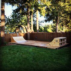 Amazing Ideas for Small Backyard Landscaping - Great Affordable Backyard ideas Backyard Skatepark, Backyard Playground, Bmx, Mini Ramp, Skateboard Ramps, Skate Ramp, Small Backyard Landscaping, Skateboarding, Landscape