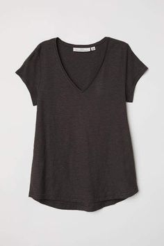 T-shirt in soft, organic cotton slub jersey with a V-neck and gently rounded hem. Curvy Outfits, Fashion Outfits, Lady Grey, Grey Shirt, Shirt Outfit, T Shirts, V Neck T Shirt, Fashion Online, Clothes For Women
