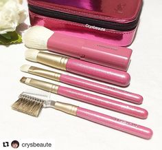 #Repost @crysbeaute with @repostapp  Loving this cutie travel set #hakuhodo #yslbeauty #ilovemakeup #化妆品 #美容 #crysbeaute #beautyblog #beautyreview #makeupcollection #beautytalk #skincare #instabeauty #instamakeup #makeuplovers #japanesebrushes #fudejapan