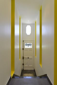 #maisonindividuelle #yellow #entree #décoration credit photo : N.Fussler