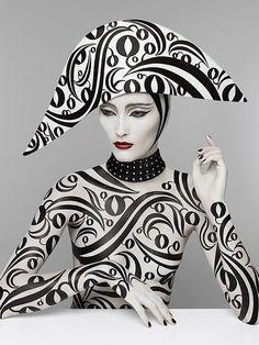 Serge Lutens . Artiste parfumeur ou représentant d'un art contemporain fertile.