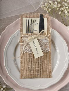 Burlap Silverware Rustic Place Cards, RusticSilverware Holders, Wedding Rustic Menu, Wedding Table Set, Rustic escort card - New Wedding Menu Cards, Wedding Table Settings, Wedding Stationery, Burlap Silverware Holder, Rustic Place Cards, Deco Champetre, Burlap Crafts, Wedding Invitation Wording, Wedding Season