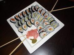 Domácí sushi Sushi, Krabi, Ethnic Recipes, Desserts, Food, Tailgate Desserts, Deserts, Meals, Dessert
