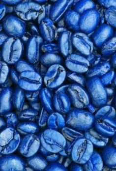 okay but it's blue coffee beans. Rainbow Aesthetic, Aesthetic Colors, Pattern Texture, Bleu Indigo, Everything Is Blue, Blue Food, Himmelblau, Jolie Photo, World Of Color