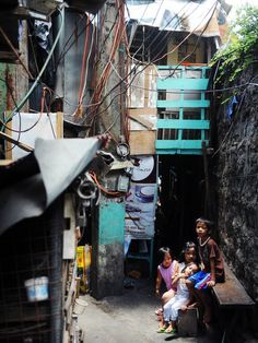 Approximately 20 million Filipinos live in slums, and more than a tenth of them are in the capital Manila. Urban Photography, Amazing Photography, Subic Bay, Swimming Holes, Urban City, Slums, The Province, Island Beach, Our World