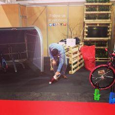 Cleaning the stand #veloboxx style... #velofollies #bikestorage #bikemobility #fiets #velo #bicycle #bicicleta #bicicletta #expo