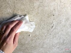 How To Remove Wallpaper Border Quick & Easy Trick! - Must Have Mom Window Cleaning Tips, Deep Cleaning Tips, House Cleaning Tips, Diy Cleaning Products, Cleaning Hacks, Remove Wallpaper Glue, Remove Wallpaper Borders, Sticky Wallpaper, How To Remove Glue