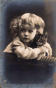Vintage Photographs That Prove Cats Are A Girl's Best Friend Vintage Children Photos, Images Vintage, Vintage Girls, Vintage Pictures, Old Pictures, Vintage Postcards, Old Photos, Vintage Black, Vintage Style
