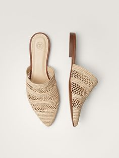 Women´s Shoes at Massimo Dutti online. Enter now and view our Spring Summer 2019 Shoes collection. Dansko Shoes, Shoes Heels, Heeled Sandals, Strappy Sandals, Minimalist Shoes, Crochet Shoes, Open Toe Shoes, Summer Shoes, Winter Shoes