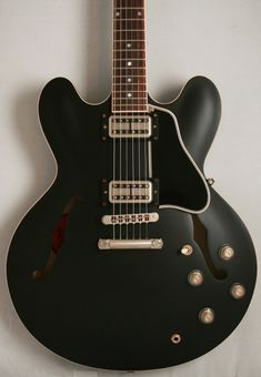 Beautiful guitar, and fact its a Chris Cornell one makes it even more amazing ;)