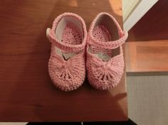 como hacer patucos ganchillo Crochet Bebe, Baby Shoes, Kids, Clothes, Clip Art, Free, Fashion, Granddaughters, Shoes