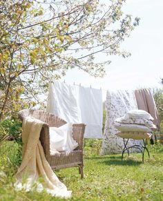 love the way bed linens smell after drying on the line <3