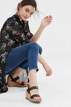 Van imitatieleer met craquelé effect en metallic look: sandalen met sleehak