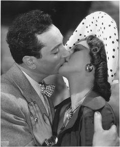photo Voinquel Raymond (1912-1994) Portrait dun assassin de Bernard-Roland (1949)Pierre Brasseur dans le rôle de Fabius embrasse Maria Montez dans celui de Lucienne de Rinck.1949