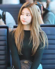 Kpop Girl Groups, Korean Girl Groups, Kpop Girls, Stylish Girls Photos, Girl Photos, My Beauty, Hair Beauty, Yuri, Japanese Girl Group