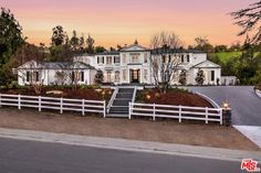 View 54 photos of this $19,995,000, 7 bed, 11.0 bath, 13895 sqft single family home located at 5546 Jed Smith Rd, Hidden Hills, CA 91302 built in 2017. MLS # 17202448.