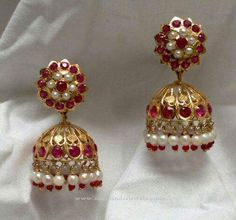 Gold Red Stone Jhumka Red Stone Jhumka Designs Gold Jhumka with Red Stones. Gold Red Stone Jhumka Red Stone Jhumka Designs Gold Jhumka with Red Stones. Pearl Necklace Designs, Jewelry Design Earrings, Gold Earrings Designs, Gold Jewellery Design, Jhumka Designs, Head Jewelry, Bar Earrings, Designer Jewelry, Flower Earrings