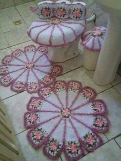 Bath Crochet Patterns Part 9 - Beautiful Crochet Patterns and Knitting Patterns Crochet Mat, Crochet Home, Irish Crochet, Crochet Doilies, Crochet Stitches, Doily Patterns, Knitting Patterns, Crochet Patterns, Tissue Paper Flowers