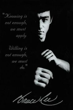 Bruce Lee was a martial arts and action movie legend as well as founder of his own martial art, Jeet Kune Do. From movies to martial arts to his untimely death, he had a fascinating story. Bruce Lee Frases, Bruce Lee Quotes, Wisdom Quotes, Me Quotes, Motivational Quotes, Inspirational Quotes, Qoutes, Eminem Quotes, Rapper Quotes