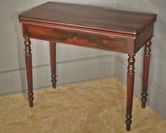 Examples of Antique Furniture Leg Styles: Reeded Leg