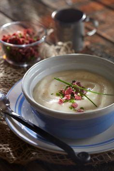 Kukkakaali-savujuustokeitto | K-Ruoka Soup Recipes, Dessert Recipes, Recipies, Cauliflower Soup, Lentil Soup, Food N, Roasted Tomatoes, Food Presentation, Food Plating