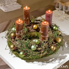 I'd take out all the little ornaments, but this is a great advent wreath Christmas Advent Wreath, Christmas Candle Decorations, Advent Candles, Christmas Arrangements, Christmas Candles, Christmas Crafts, Table Decorations, Christmas Design, Winter Christmas