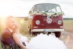 Diesen Retro VW Bus könnt ihr euch bei Old Bulli Berlin (oldbulli.berlin) für eure Hochzeit und andere Anlässe mieten.