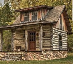 Best Free small Log Homes Thoughts Seeing that we start by getting to research log homes , the idea easily will become visible there's a great de. Small Log Cabin, Tiny Cabins, Tiny House Cabin, Log Cabin Homes, Cabins And Cottages, Cozy Cabin, Cozy Cottage, Small Log Homes, Tiny Homes
