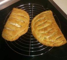 """Νόστιμη εκτέλεση συνταγής από """"Margarita Kariwtou-ΟΙ ΧΡΥΣΟΧΕΡΕΣ / ΗΔΕΣ"""" Υλικά : 170 γρ μαργαρίνη ή βούτυρο παγωμένα ( σε πλάκα όχι soft) 200 γρ αλεύρι για όλες τις χρήσεις Περίπου 80 γρ νερό παγωμένο Grill Pan, Grilling, Pie, Bread, Desserts, Food, Gastronomia, Recipies, Griddle Pan"""