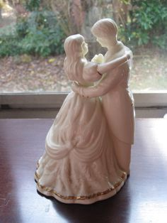 Vintage Victorian Style Wedding Cake Topper of a Couple Dancing Figurine Victorian Wedding Cakes, Victorian Cakes, Vintage Wedding Favors, Best Wedding Favors, Wedding Ideas, Vintage Theme, Wedding Stuff, Wedding Pictures Beach, Pink Wedding Centerpieces