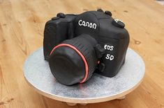 I wanted to share with you how to make a camera cake ! I made this cake for my friend Si& birthday. His lovely girlfriend Wendy d. Cupcakes, Cupcake Cakes, Cupcake Ideas, Mini Cakes, Beautiful Cakes, Amazing Cakes, Camera Cakes, How To Make Camera, Special Birthday Cakes