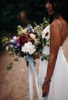 wants SIMPLE streamers on hers, bringing bridesmaids ribbon to tie around the bouquets - WANTS THIS BRIDAL BOUQUET