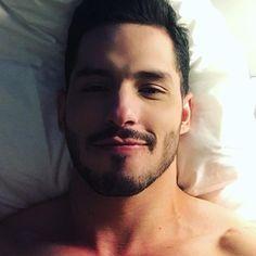 AMANHÃ SÃO PAULO.. mas antes🤳🏼🤳🏼 . . . #guys #guy #boy #TFLers #boys #love #me #cute #handsome #picoftheday #photooftheday #instagood #fun #smile #dude #follow #followme #swag #hot #cool #kik #igers #instagramers #eyes