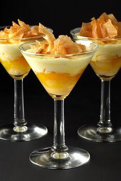 Taronja en textures amb escuma de safrà    Montserrat Catering
