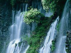 Gyönyörű Vízesés Háttérkép