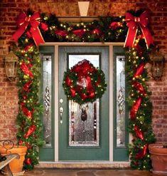 Incredible Outside Christmas Decorations Ideas 34 Christmas Front Doors, Christmas Porch, Noel Christmas, Rustic Christmas, Christmas Lights, Christmas Wreaths, Christmas Crafts, Handmade Christmas, Best Outdoor Christmas Decorations